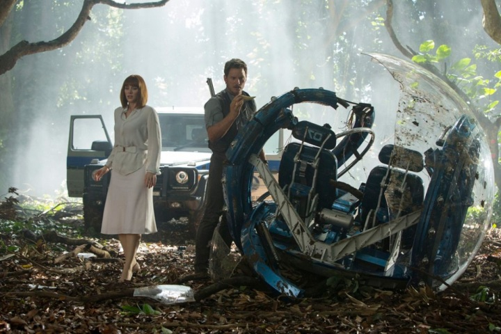 bryce dallas howard and chriss pratt in jurassic world